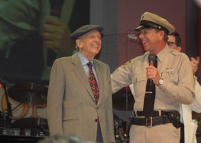 don_knotts_and_the_mayberry_deputy_on_stage_at_the_opry